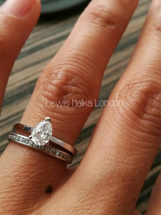 pear-shape-diamond-engagement-ring-with-diamond-wedding-band