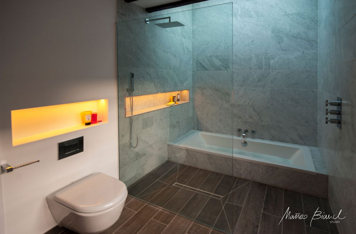 Bloomsbury in-build tub glass bathroom Matteo Bianchi