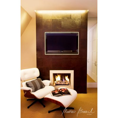 fireplace in-build tv lounge long chair Matteo Bianchi